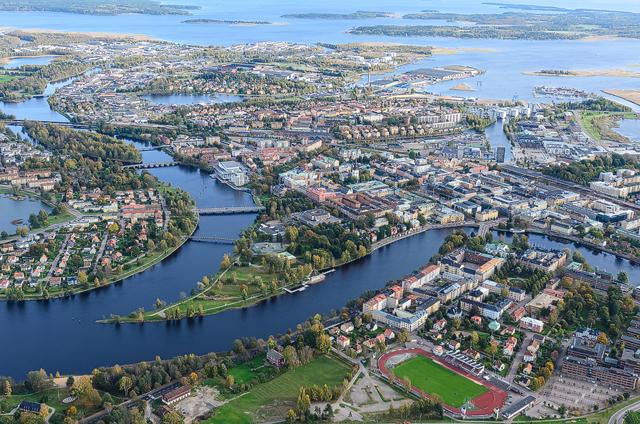 Flygbild över Karlstad och Klarälven