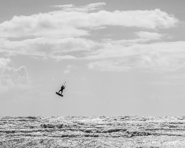Kitesurfing vid Apelviken, Halland. Foto: Mikael Svensson
