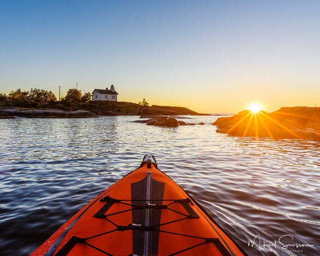 Solnedgång vid Navens fyr, Vänern. Foto: Mikael Svensson