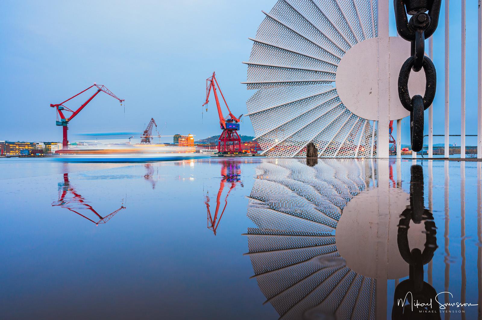 Spegling i Göteborgs hamn