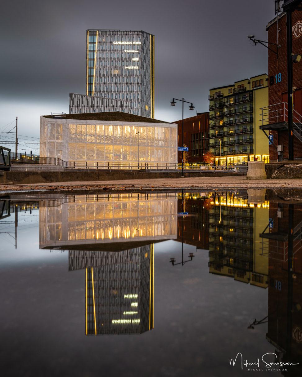 Spegling vid Gamlestads torg, Göteborg.